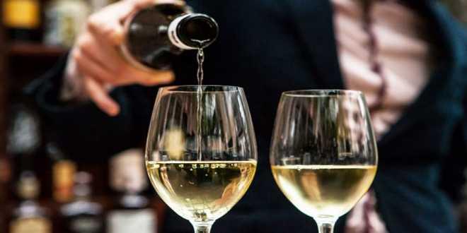 Δε γίνεται δεκτή η τροπολογία Σταϊκούρα για κατάργηση ΕΦΚ στο κρασί